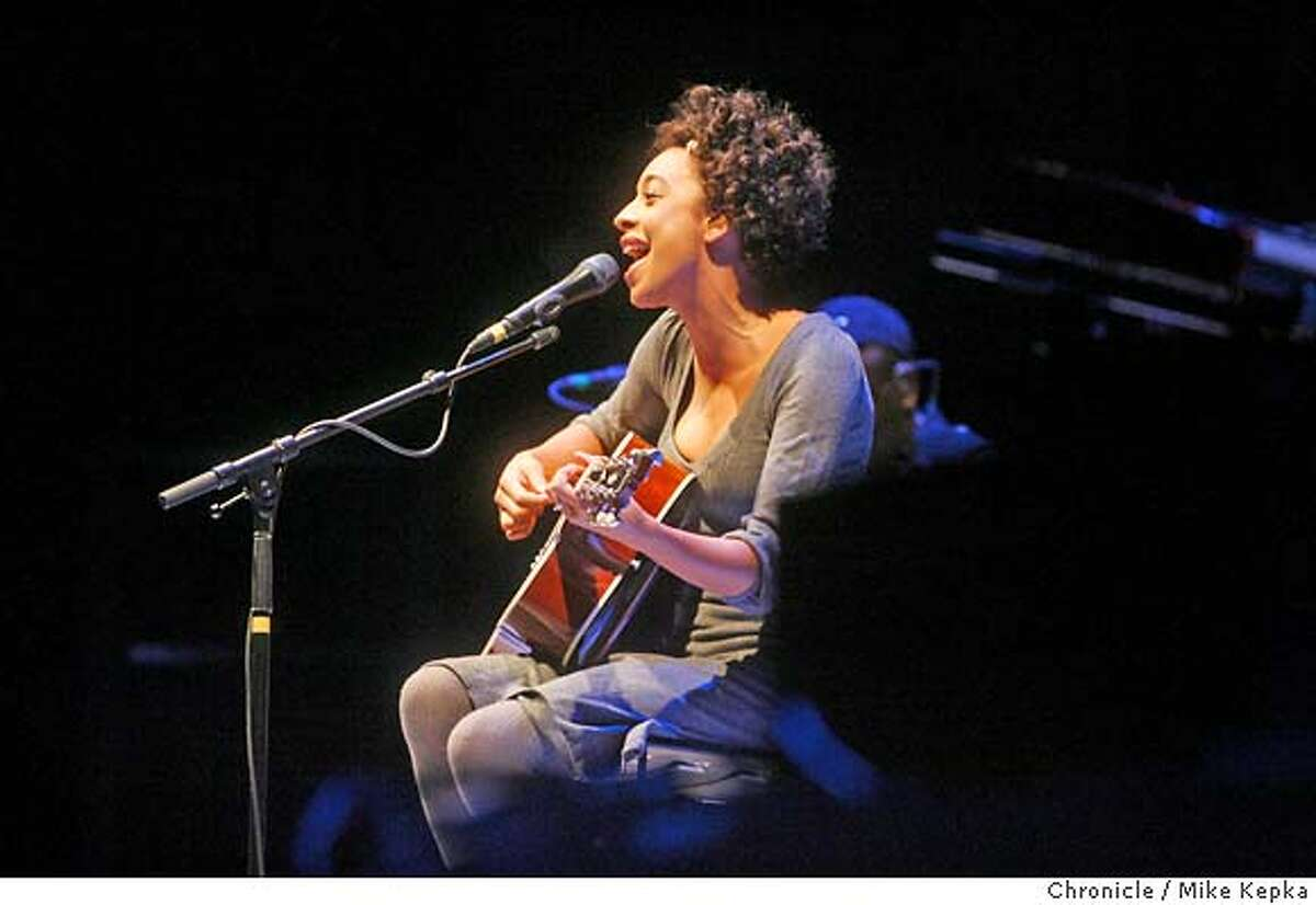 legend0900009_mk.JPG Corrine Rae Bailey opens for John Legend plays at the Greek Theater in Berkeley Saturday, 4/7/07. MIKE KEPKA / The Chronicle John Legend (cq) the source Ran on: 04-09-2007 John Legend, a young soul singer with chops, plays at the Greek Theatre in Berkeley.