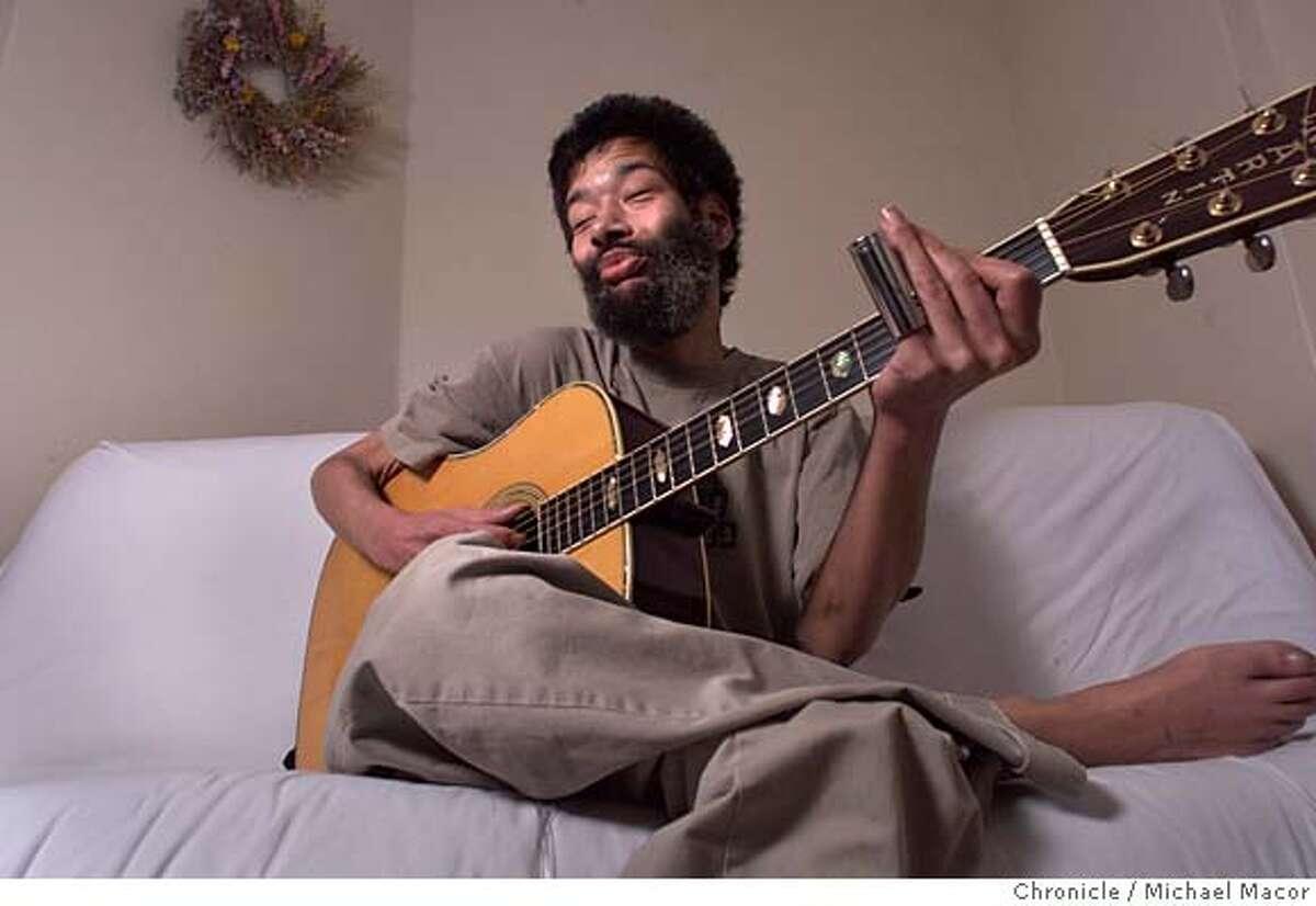 PENA26A-C-20OCT00-DD-MAC Blues Musician Paul Pena inside his San francisco home. by Michael Macor/The Chronicle CAT