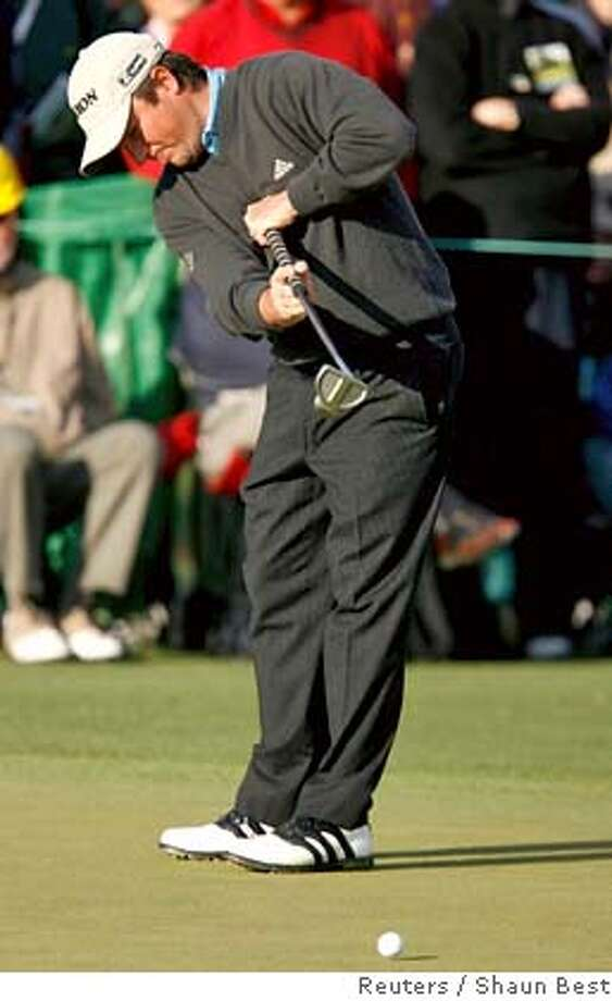Tim Clark of South Africa putts on the 2nd green during the first round of the 2007 Masters golf tournament at the Augusta National Golf Club in Augusta, Georgia, April 5, 2007. REUTERS/Shaun Best (UNITED STATES) 0 Photo: SHAUN BEST