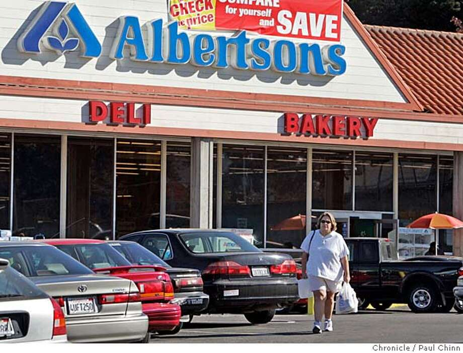 Albertsons closed its 20 area stores and left San Antonio in 2002. Photo: PAUL CHINN