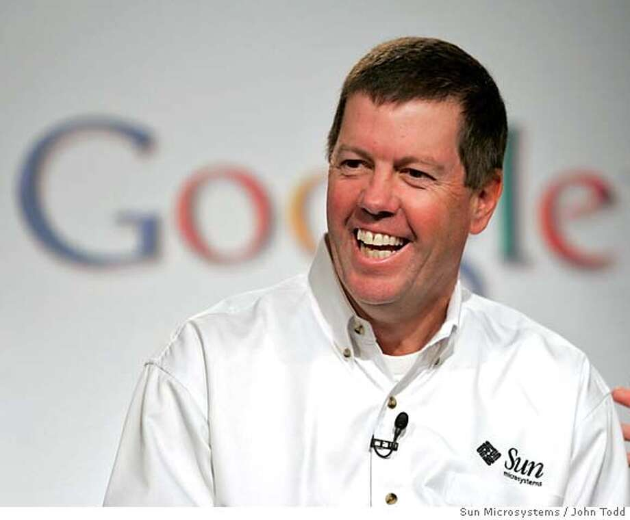 CEO of Sun Microsystems Scott McNealy smiles during a news conference to announce a multi-year strategic agreement with Google which promotes Java technology, Google toolbar, and OpenOffice.org, to end users, government and advertisers, in Mountain View, California October 4, 2005. NO ARCHIVES REUTERS/John Todd/Sun Microsystems/Handout Photo: HO