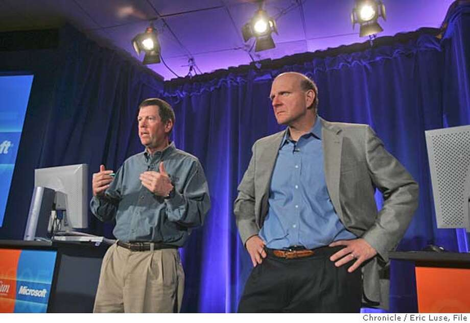 0156_sun14_el.JPG  Sun CEO Scott McNealy and Microsoft CEO Steve Ballmer will appear together to talk about the two giants' partnership  Event on 5/13/05 in Palo Alto. Eric Luse / The Chronicle Ran on: 05-14-2005  Sun Microsystems CEO Scott McNealy (left) and Microsoft CEO Steve Ballmer introduce a new sign-on system on Friday. MANDATORY CREDIT FOR PHOTOG AND SF CHRONICLE/ -MAGS OUT Photo: Eric Luse