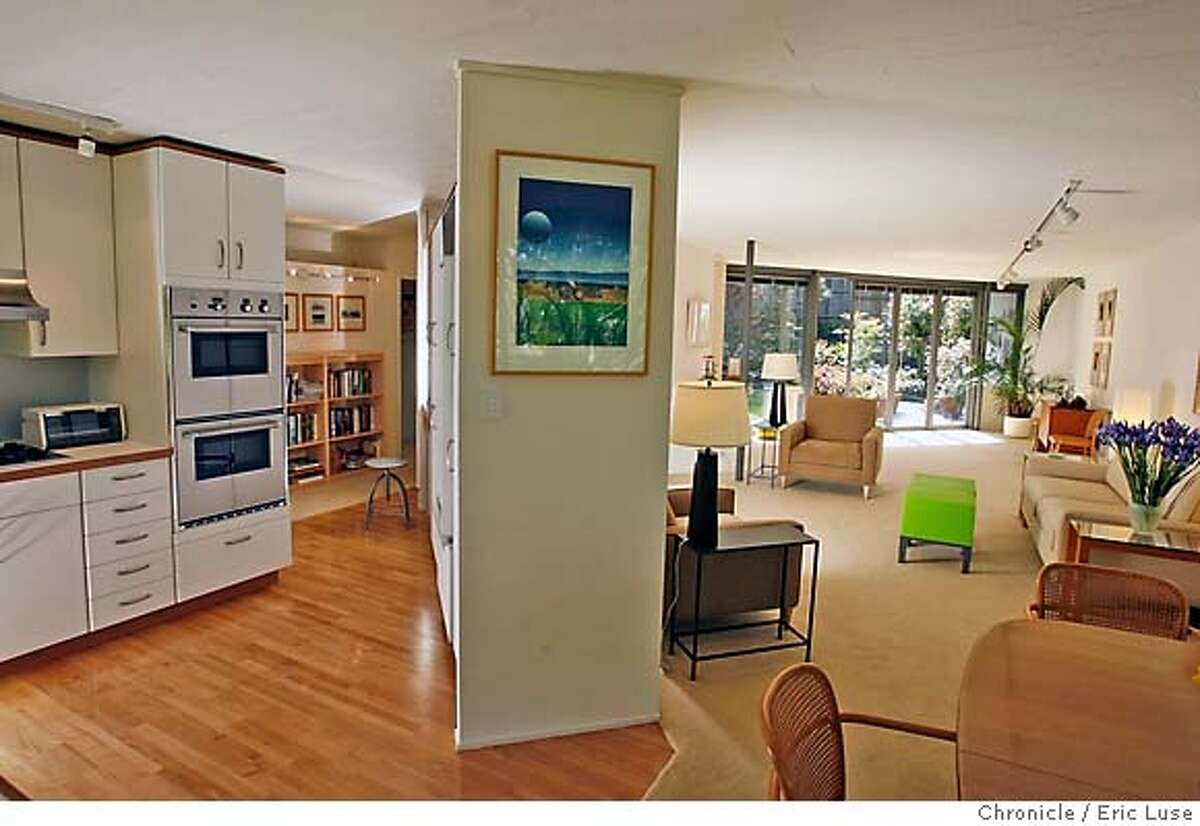 .JPG The kitchen and living room on the right at the Joseph Stein, architect, design this Mill Valley home. Photographer: Eric Luse / The Chronicle names cq from source MANDATORY CREDIT FOR PHOTOG AND SF CHRONICLE/NO SALES-MAGS OUT