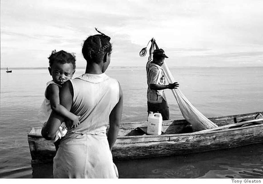"� ""Familia del Mar"" was shot in 1988 in Livingston, Guatemala. Credit: Tony Gleaton Photo: Tony Gleaton"