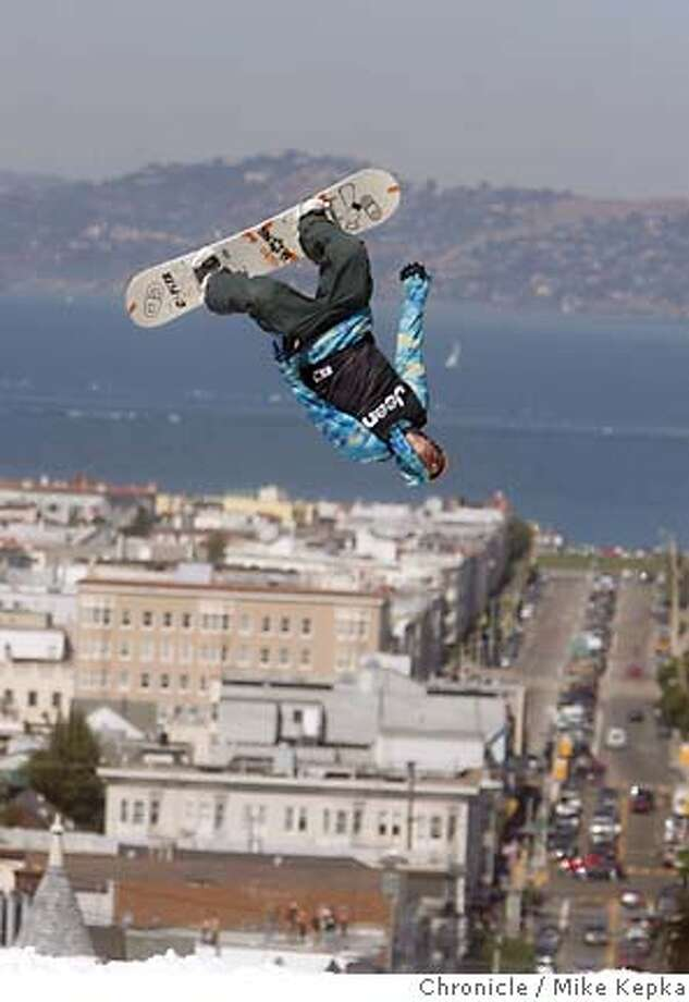 Travis Parker Sails over Vallejo street during the Icer Air 2005 competition in San Francisco. 9/29/05 Mike Kepka / The Chronicle Photo: Mike Kepka
