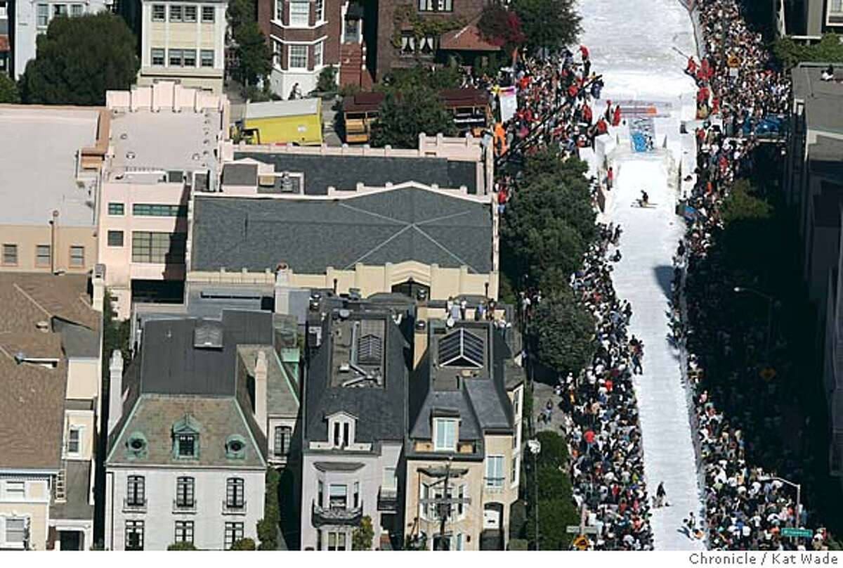 SKIJUMP_001_KW.jpg On 9/29/04 in San Francisco The ski jump in Pacific Heights on Filmore Street drew a huge crowd Thursday afternoon. Kat Wade/The Chronicle MANDATORY CREDIT FOR PHOTOG AND SF CHRONICLE/ -MAGS OUT