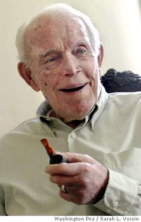 ** FILE ** World War I veteran Lloyd Brown, 103, holds his pipe as he speaks at his home in Charlotte Hall, Md., in this May 26, 2005 file photo. Brown, the last known surviving World War I Navy veteran, died Thursday, March 29, 2007. He was 105. (AP Photo/The Washington Post, Sarah L. Voisin) **WASHINGTON TIMES OUT, NEW YORK TIMES OUT, USA TODAY OUT, DC EXAMINER OUT, MAGAZINES OUT, NO SALES, MANDATORY CREDIT** Photo: SARAH L. VOISIN