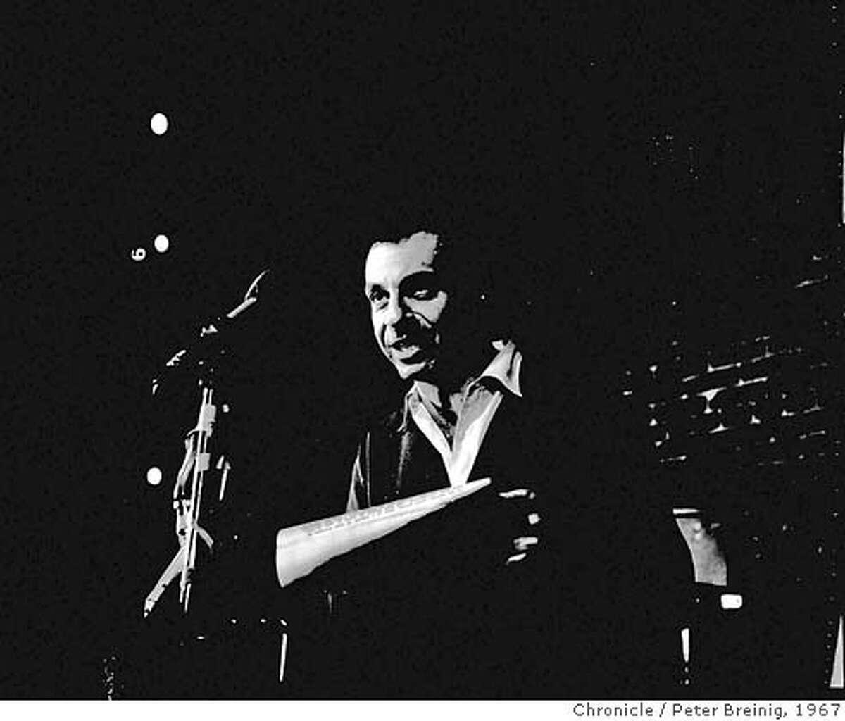 SAHL-B-07DEC67-MN-BREINIG - Mort Shl at the Hungry I night club. Photo by Peter Breinig FILE PHOTO