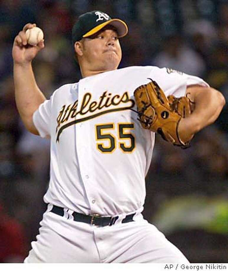 Oakland Athletics pitcher Joe Blanton pitches to the Los Angeles Angels Monday Sept. 26, 2005 in Oakland, Calif. (AP Photo/George Nikitin) Photo: GEORGE NIKITIN
