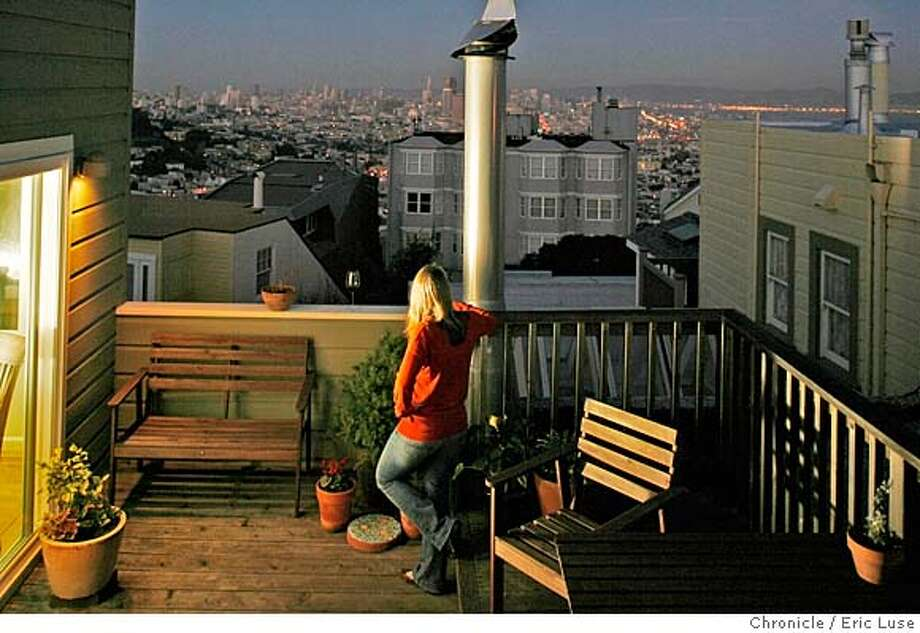 .JPG  PLEASE PHOTOSHOP THE CITY TO BRING IT UP. Thanks, Eric  Evening view from Susan Hunter's roof garden deck with downtown in the background. Photographer:  Eric Luse / The Chronicle names cq from source MANDATORY CREDIT FOR PHOTOG AND SF CHRONICLE/NO SALES-MAGS OUT Photo: Eric Luse