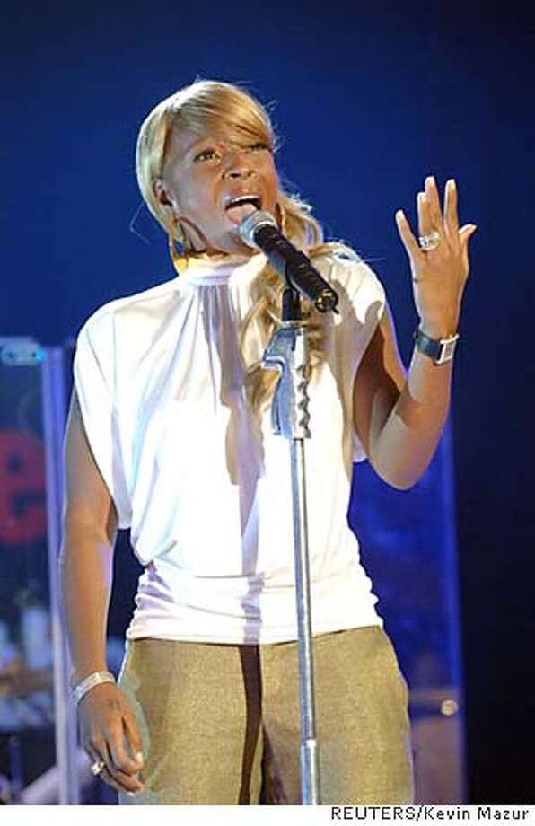 """Rhythm and Blues artist Mary J. Blige sings for victims of Hurricane Katrina during the taping of """"S.O.S."""" a telethon on the BET network to benefit relief efforts at CBS studios in New York City September 9, 2005. Blige donated the ring she was wearing to the relief effort. NO ARCHIVE NO TV NO ONLINE NEWSPAPERS ONLY REUTERS/Kevin Mazur/BET/Handout Photo: Kevin Mazur/BET"""