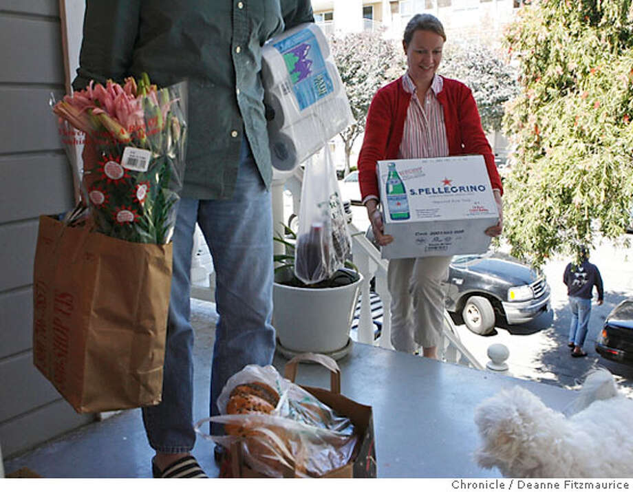 Alexandria Eldar (cq) at right, unloads the groceries from the back of her car with the help from her mother at left, Marnie Campbell (cq). She has a combination of paper and plastic bags, mostly paper and reusable bags. An ordinance has been passed to outlaw plastic bags in large supermarkets in San Francisco in six months or so. Photographed in San Francisco on 3/28/07. Deanne Fitzmaurice / The Chronicle Alexandria Eldar  Marnie Campbell Photo: Deanne Fitzmaurice
