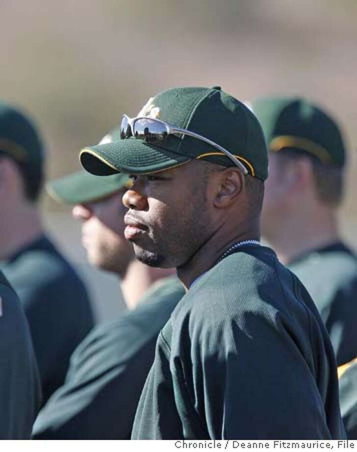 athletics_053_df.jpg  Shannon Stewart is a new player for the Oakland Athletics. Oakland Athletics work out during spring training at Papago Park. Photographed in Phoenix on 2/22/07. Chronicle Photo / Deanne Fitzmaurice Mandatory credit for photographer and San Francisco Chronicle. No Sales/Magazines out. Photo: Deanne Fitzmaurice
