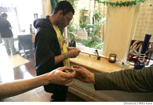 MARIJUANA_185_MBK.jpg  Medical marijuana patients share a joint while medicating (smoke marijuana) at HopeNet, a marijuana dispensary in San Francisco, CA, on Wednesday, March, 14, 2007. photo taken: 3/14/07 Mike Kane / The Chronicle * MANDATORY CREDIT FOR PHOTOG AND SF CHRONICLE/NO SALES-MAGS OUT Photo: MIKE KANE