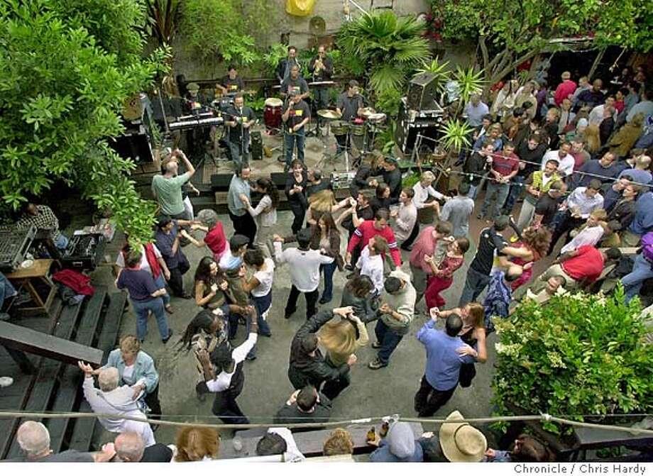 06/20/03 | B/W | 5star | 46p4 x 5.25i | WBFRI7 | Friday | DB 7037 | salsa055_ch.jpg Photo: CHRIS HARDY