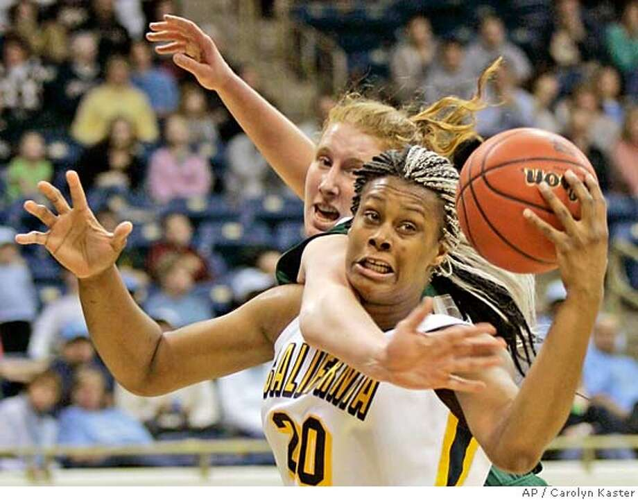Notre Dame's Erica Williamson, left, battles for a rebound with California's Davanei Hampton during the second half of their NCAA first round basketball game inPittsburgh, Pa., Sunday, March 18, 2007. (AP Photo/Carolyn Kaster) Photo: Carolyn Kaster