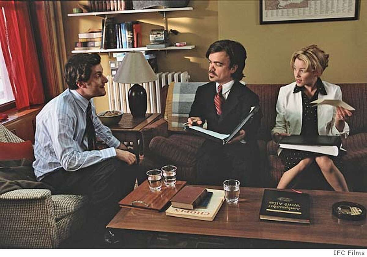 BAXTER16 From Left to Right Michael Showalter (Elliot), Peter Dinklage (Benson) and Elizabeth Banks (Caroline) in a scene from THE BAXTER directed by Michael Showalter. An IFC Films release.