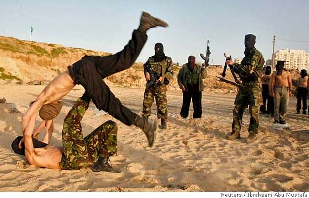 Palestinian Hamas militants take part in an armed exercise in Gaza March 19, 2007. The armed wing of Hamas said it carried out its first attacks on Monday against Israel since a shaky November truce in the Gaza Strip, shooting a utility worker near the border and firing two mortar bombs at soldiers.. REUTERS/Ibraheem Abu Mustafa (GAZA) 0 Photo: IBRAHEEM ABU MUSTAFA