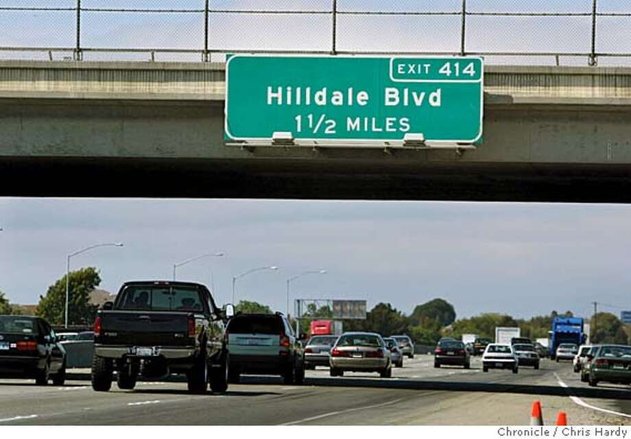 hilldale_ch_008.jpg  Misspelled Hillsdale sign on 101 at Belmont  in Belmont  9/14/05 Chris Hardy / San Francisco Chronicle Photo: Chris Hardy
