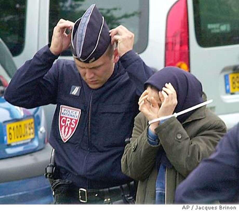 arrest_6/18/2003_COLOR_5star_Mn_a3_16.25 x 2.25_bb 7074 Photo: JACQUES BRINON