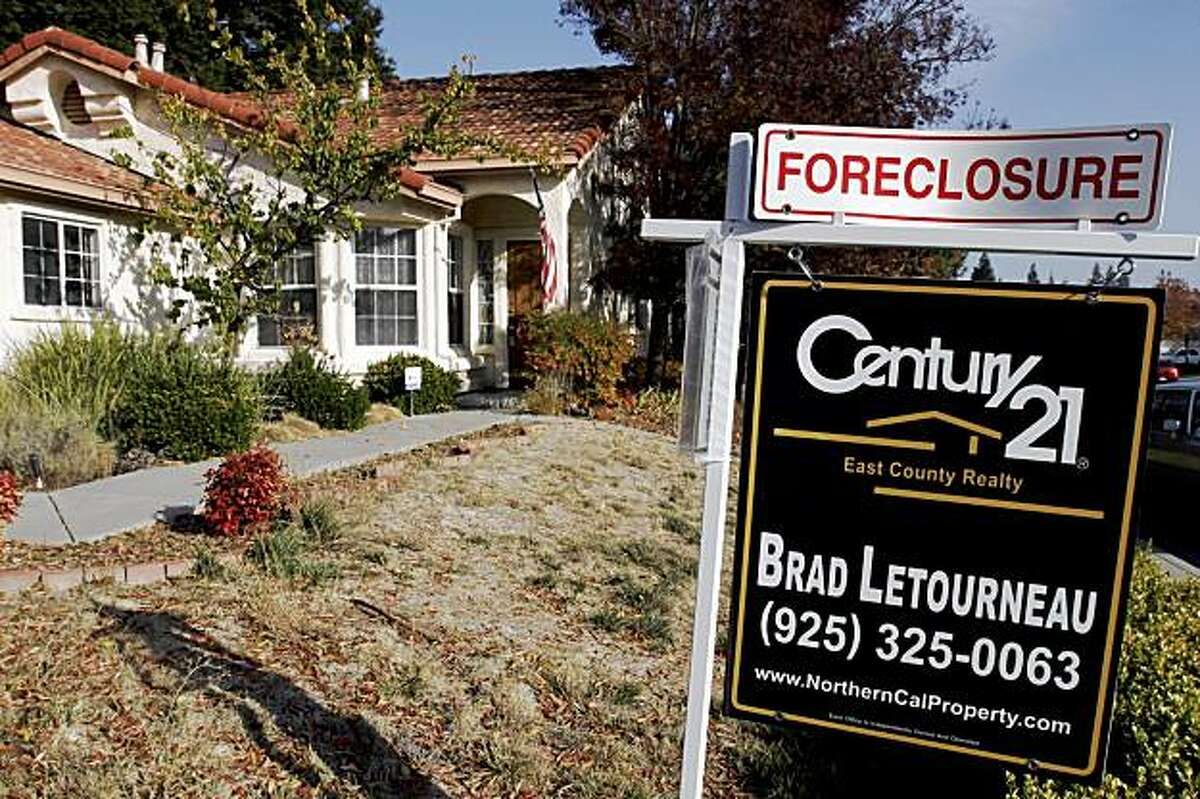 A foreclosure sign is seen in Antioch, California in this file photo taken on November 27, 2007. The U.S. housing crisis has focused attention on adjustable rate mortgages (ARMs) and the danger posed by their spiking interest rates. REUTERS/Erin Siegal/Files (UNITED STATES)