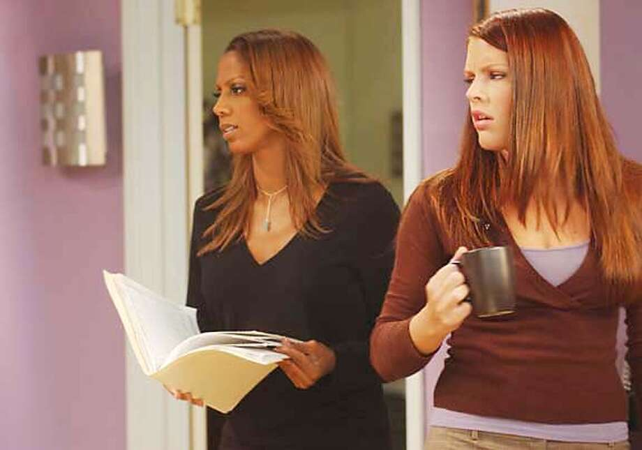 """""""The One"""" --Clea (Holly Robinson Peete) and Denise (Busy Philipps) in LOVE, INC. on UPN. Photo: Patrick Ecclesine/UPN  �2005 CBS Broadcasting Inc. All Rights Reserved. Photo: PATRICK ECCLESINE"""