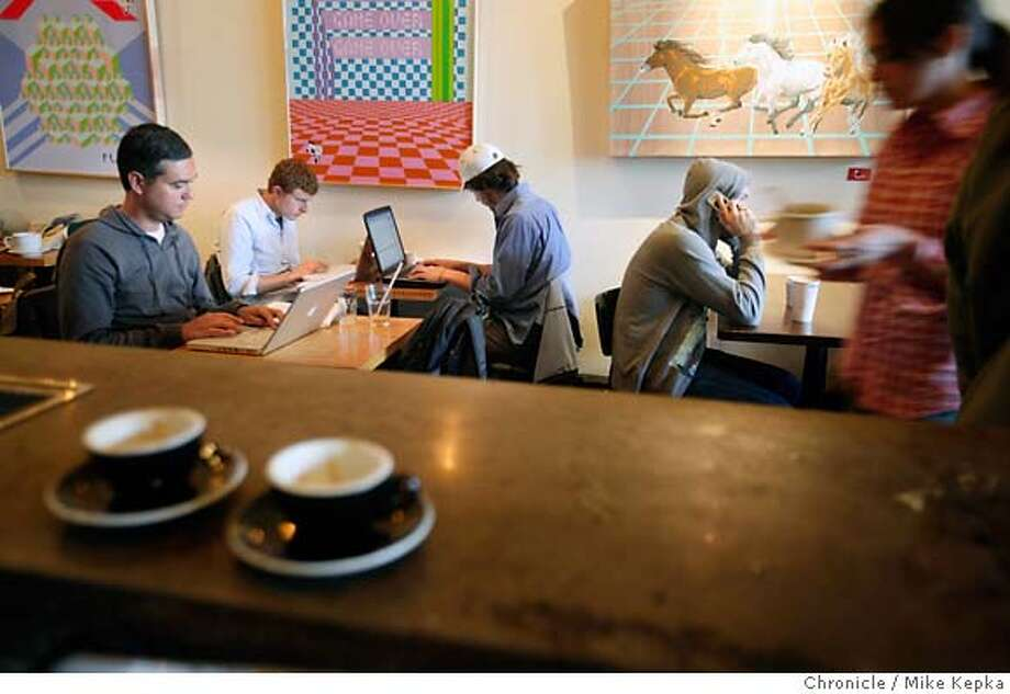 Tech workers at Ritual Roasters in the San Francisco's Mission district. Photo: Mike Kepka