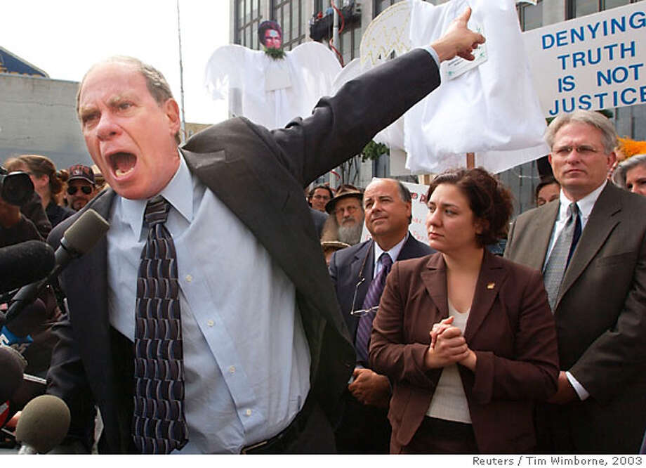 Marijuana rights activist Ed Rosenthal points to the federal building behind him during a heated speech to members of the media after he was sentenced to a one-day prison term in San Francisco in this June 4, 2003 file photo. A U.S. government effort to convict Rosenthal with tax evasion and money laundering was vindictive and thus should be dismissed, a federal judge ruled on March 14, 2007. But in another decision on Wednesday, a San Francisco-based federal appeals court ruled the U.S. government may ban marijuana use despite California's law allowing its limited use for medical purposes. REUTERS/Tim Wimborne/Files (UNITED STATES) Photo: TIM WIMBORNE