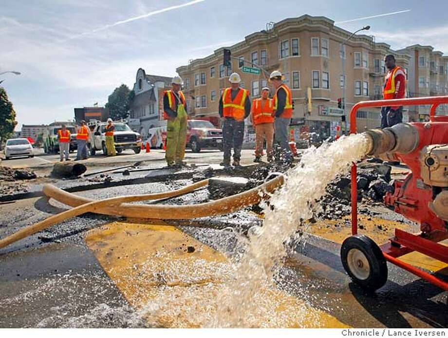 WATER09_10267.JPG  San Francisco Department of Water employees wait for the flow of water to stop at 23rd and Valencia streets so they can repair a main that along with a second break at University and Bacon streets caused several areas throughout downtown to be dry Thursday. March 6, 2007. WILLOWS.  By Lance Iversen/The Chronicle Photo: By Lance Iversen