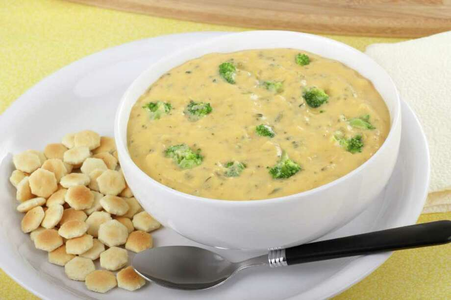 Creamy broccoli and chedar cheese soup with oyster crackers Photo: Charles Brutlag / chas53 - Fotolia