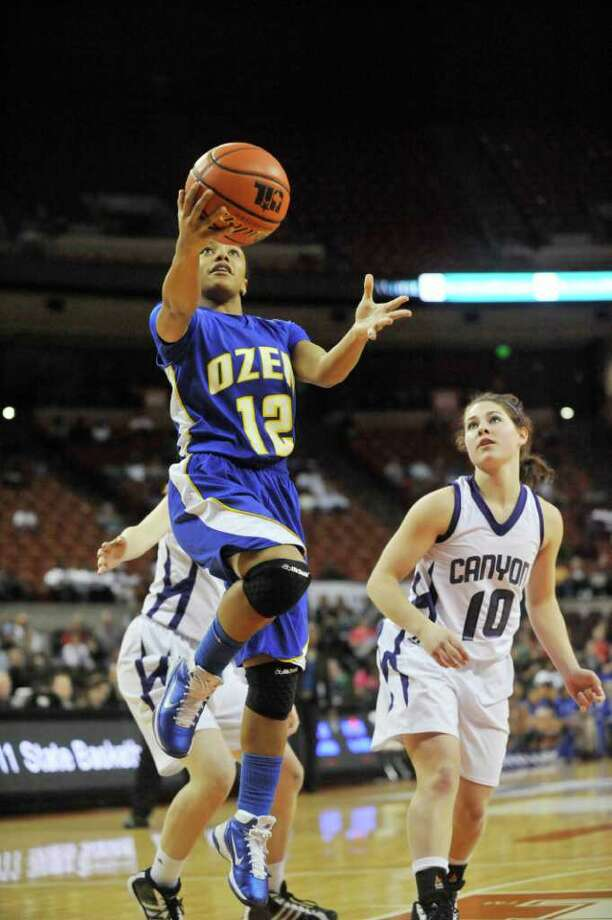 Ozen guard Asia Booker drives a layup to the basket against the Canyon Lady Eagles  in the first half of their Class 4A state semifinals at the Erwin Center in Austin.   Thursday, March 3, 2011.  Valentino Mauricio/The Enterprise Photo: Valentino Mauricio / Beaumont