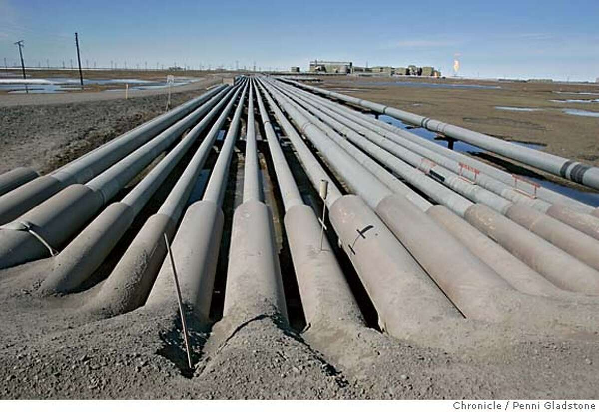 ALASKA_2382_PG.JPG these pipes come from different drill sites and they separate the oil, gas and water. Prudo Bay oil fields, town of Deadhorse The San Francisco Chronicle, Penni Gladstone Photo taken on 6/20/05, in Prudo Bay, Alaska,