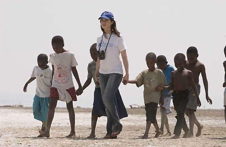 Rachel Weisz stars in Fernando Meirelles' THE CONSTANT GARDENER, a Focus Features release.  HO