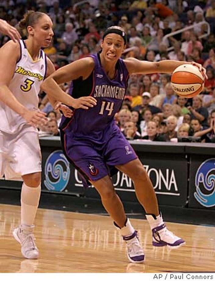 Scaramento Monarchs forward Nicole Powell, right, drives past Phoenix Mercury guard Diana Taurasi, left, to the basket in the first half Friday, Aug. 12, 2005, in Phoenix. (AP Photo/Paul Connors) Photo: PAUL CONNORS