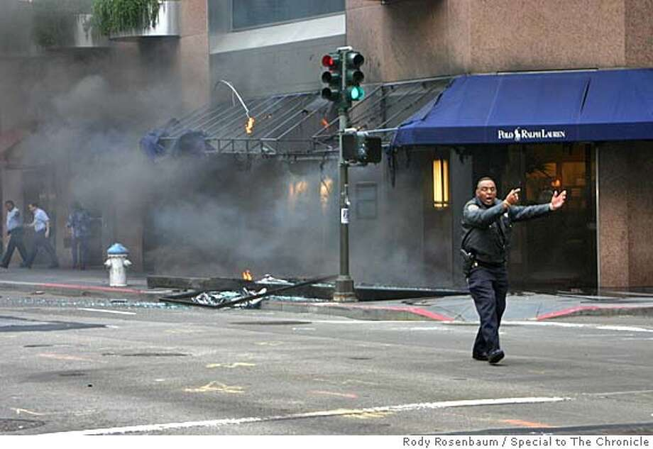Scene of an explosion at Kearny and Post streets in San Francisco. August 19, 2005. Photo by Rody Rosenbaum/Special to The Chronicle  ONE-TIME USE ONLY; RODYR@COMCAST.NET  415.531.0059 c (HIGH REZ) : USE THIS ONE Photo: Rody Rosenbaum/Special To The Ch