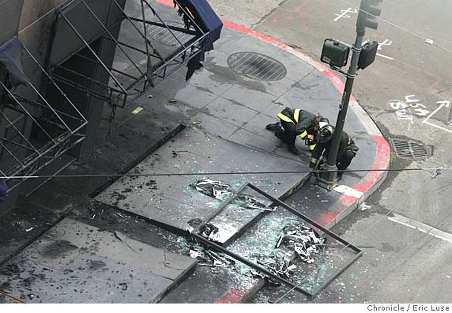 explosion_110_el.JPG  Looking down on the Explosion at Kearny and Post in a PG&E underground transformer forced the evacuation of surrounding buildings and blocks of traffic rerouted. Event on explosion_110_el.JPG in San Francisco Eric Luse / The Chronicle Photo: Eric Luse