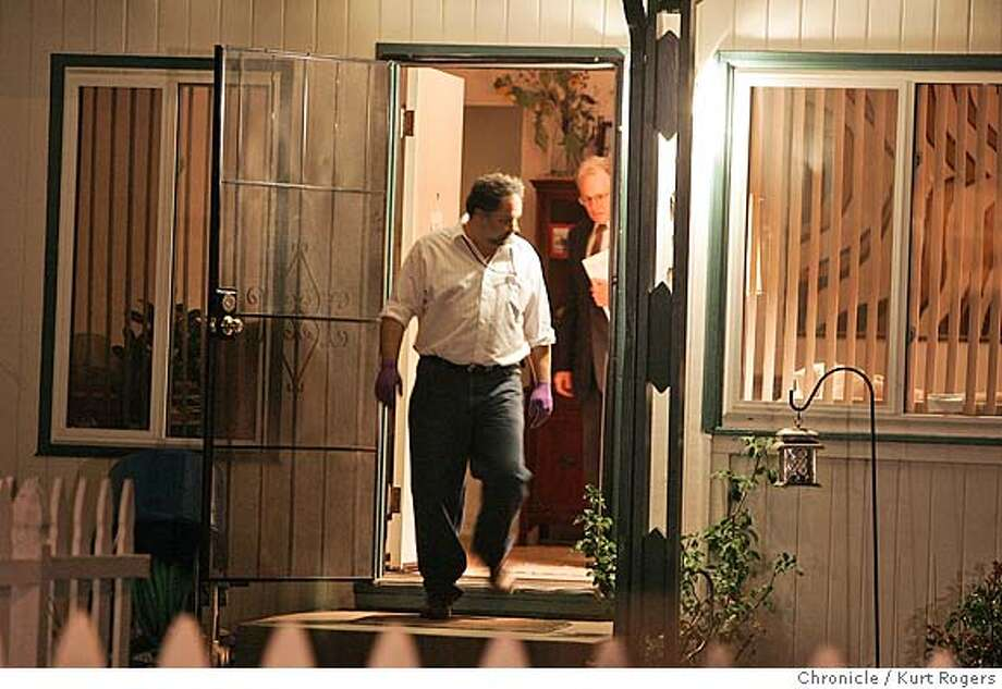 Police investigators leave a house on Maxine Av in San Mateo where a murder suicide took place. MAXINE_124_kr.jpg 8/18/05 in SAN MATEO,CA.  KURT ROGERS/THE CHRONICLE MANDATORY CREDIT FOR PHOTOG AND SF CHRONICLE/ -MAGS OUT Photo: KURT ROGERS