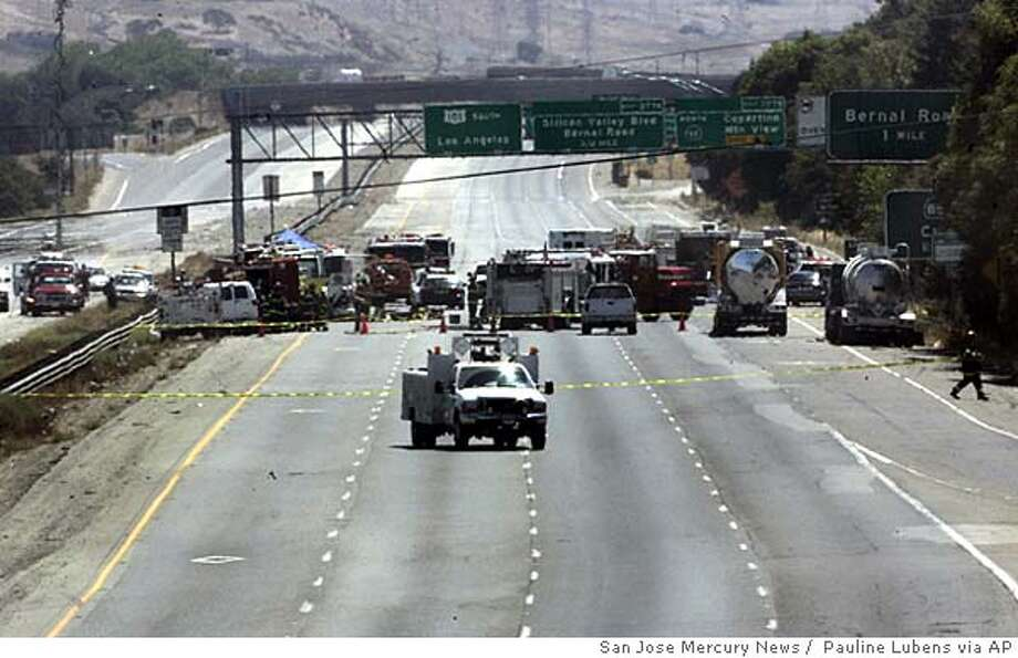 Rescue workers and police close off southbound U.S. Highway 101 at the Bernal exit in San Jose, Calif., Thursday, Aug. 18, 2005, to deal with a spill of sulfuric acid and nitric acid from a tractor trailer. The truck's tank was filled with 538 gallons of the chemicals, but officials said they did not known how much of the chemicals spilled. (AP Photo/San Jose Mercury News, Pauline Lubens) MAGS OUT, Photo: PAULINE LUBENS