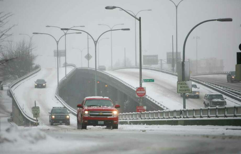 Cars exit Interstate-5 onto 6th Ave. and Madison St. in Seattle during the snowstorm on Wednesday, Jan. 18, 2012. . Photo: LINDSEY WASSON / SEATTLEPI.COM