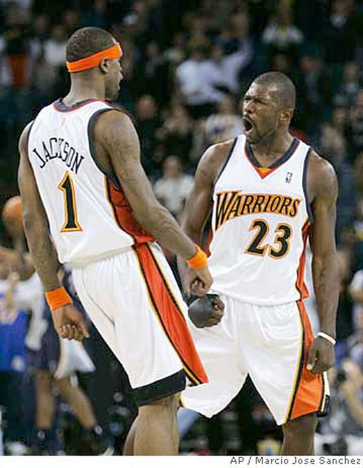 Golden State Warriors' Jason Richardson, right, celebrates with Stephen Jackson during a fourth-quarter rally against the Memphis Grizzlies in an NBA basketball game in Oakland, Calif., Wednesday, Feb. 21, 2007. Golden State won in overtime, 118-115. (AP Photo/Marcio Jose Sanchez) EFE OUT Photo: Marcio Jose Sanchez