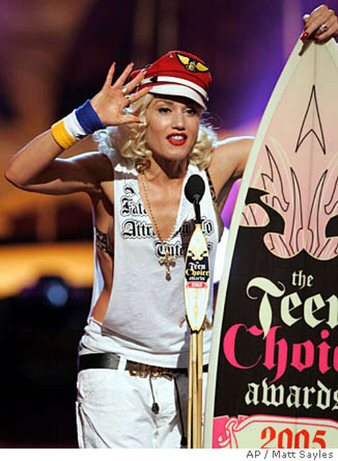 Gwen Stefani accepts the Teen Choice Visionary Award, at the 2005 in Universal City, Calif. on Sunday, Aug. 14, 2005. (AP Photo/Matt Sayles) Photo: MATT SAYLES