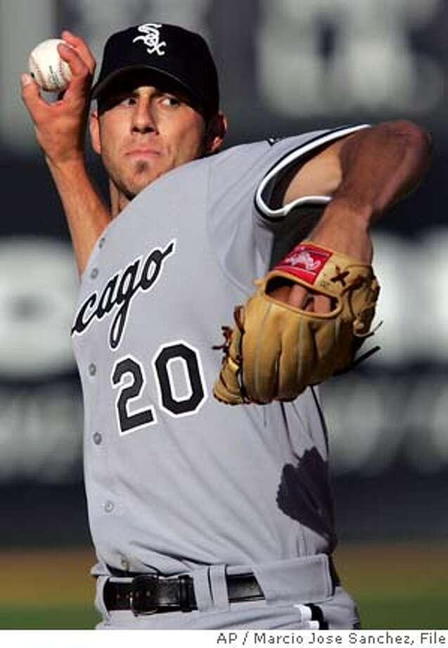 Chicago White Sox starter Jon Garland throws to the Oakland Athletics in the first inning on Saturday, July 2, 2005 in Oakland, Calif. (AP Photo/Marcio Jose Sanchez) Photo: MARCIO JOSE SANCHEZ