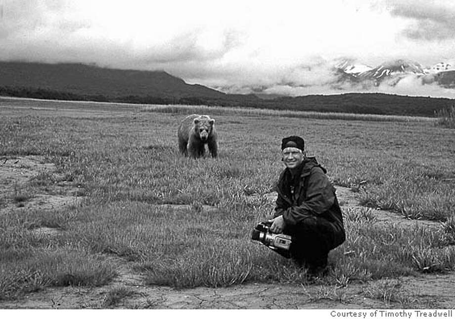 GRIZZLY12 Timothy Treadwell and the grizzly bears of the Alaskan wilderness IN Grizzly Man. Photo courtesy of Timothy Treadwell