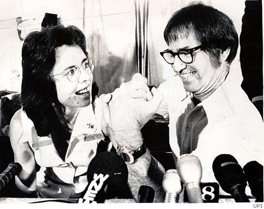 Billie Jean King and Bobby Riggs at a press conference announcing their 1973 tennis match. BookReview#BookReview#Chronicle#08-14-2005#ALL#2star#e2#0423152075