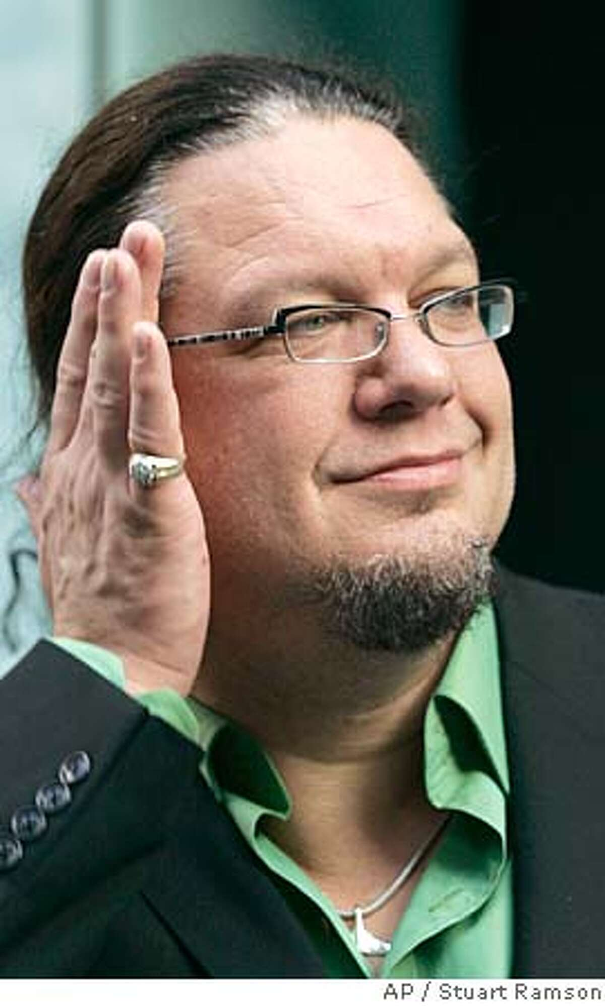 """Co-creator Penn Jillette arrives at the premiere of the film """"The Aristocrats"""", Tuesday, July 26, 2005, in New York. The film is a documentary about an abominably foul-mouthed joke comedians have been sharing for decades. (AP Photo/Stuart Ramson)"""