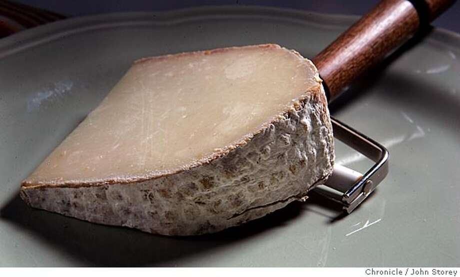 Cheese11_jrs_0033.jpg  Berkswell, a Sheep's milk from England. John Storey San Francisco Event on 7/21/05  - MANDATORY CREDIT FOR PHOTOG AND SF CHRONICLE/ -MAGS OUT Photo: John Storey