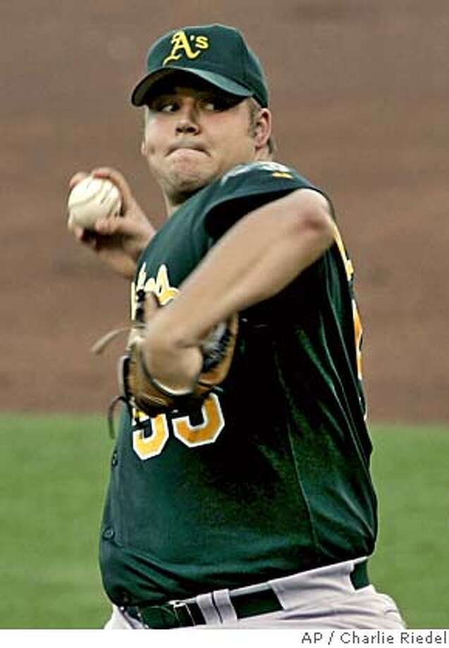 Oakland Athletics starter Joe Blanton delivers a pitch during the first inning against the Kansas City Royals Saturday Aug. 6, 2005 in Kansas City, Mo. (AP Photo/Charlie Riedel) Photo: CHARLIE RIEDEL