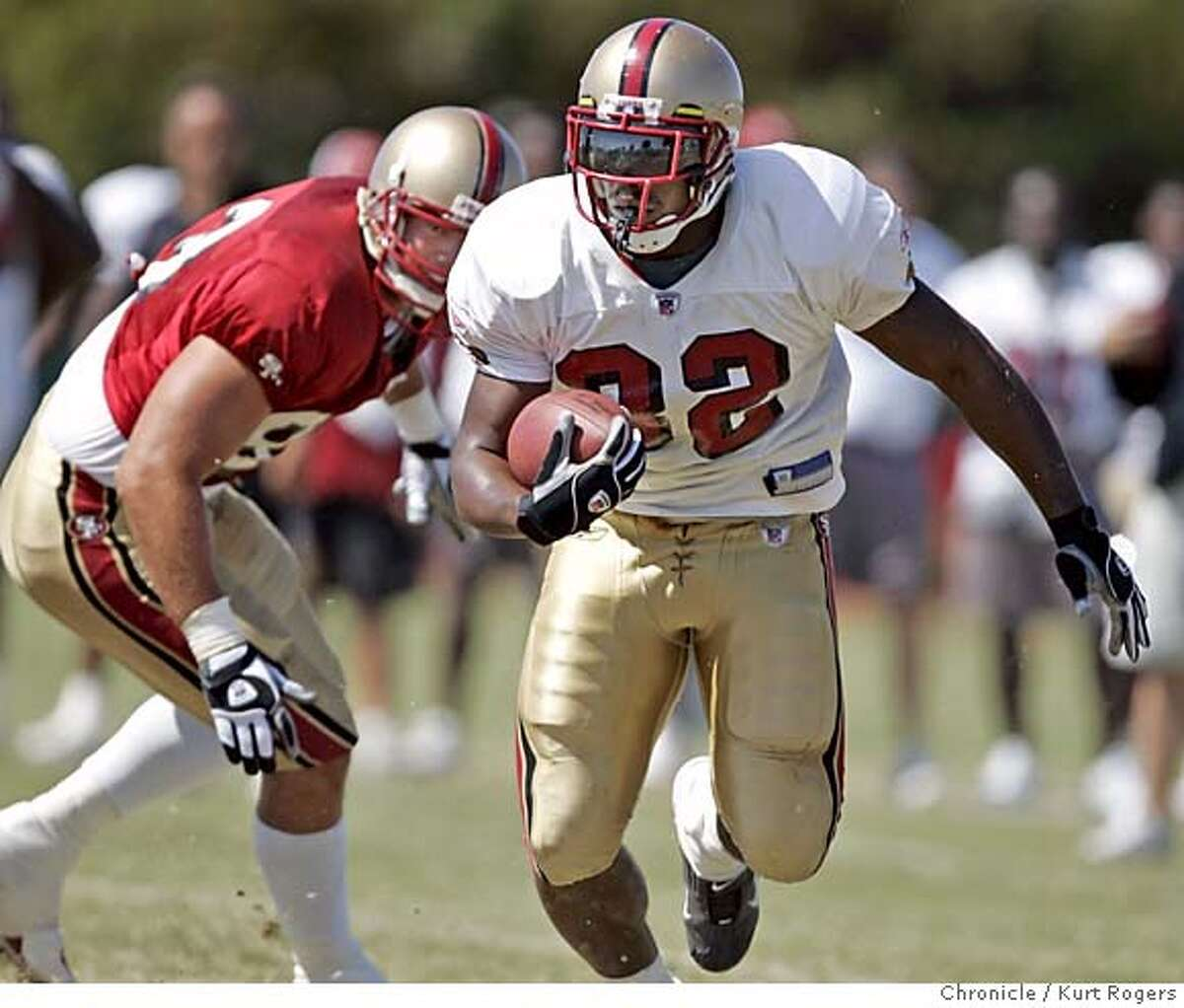 Kevan Barlow brakes open for his longest run of the day. The San Francisco 49ERS held a scrimmage at there training camp in Santa Clara . 49ERS_0175_kr.JPG 8/6/05 in Santa Clara,CA. KURT ROGERS/ MANDATORY CREDIT FOR PHOTOG AND SF CHRONICLE/ -MAGS OUT