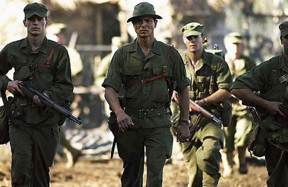 "James Franco und Benjamin Bratt in ""The Great Raid"""