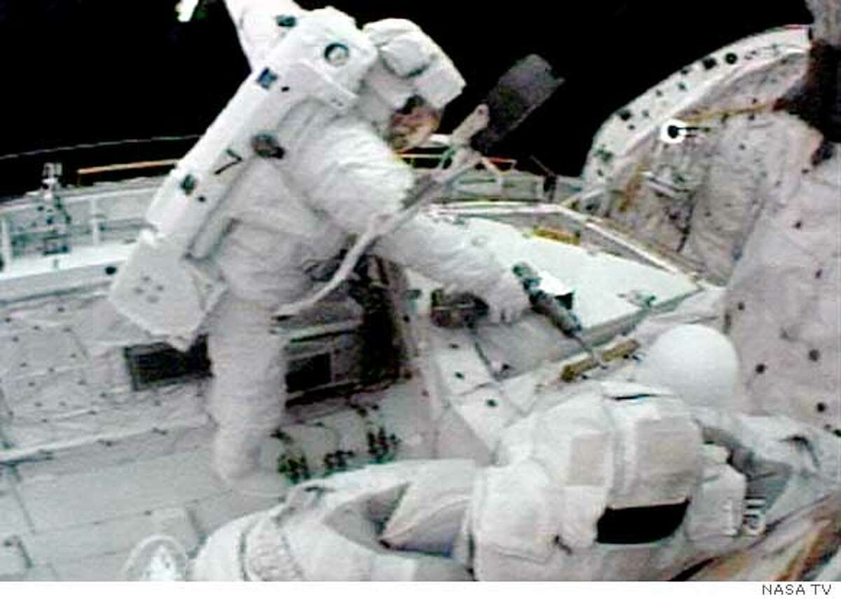 Astronaut Steve Robinson of the U.S. works in the payload bay of Discovery in this view from Japanese astronaut Soichi Noguchi's helmet camera during their spacewalk, August 1, 2005. EDITORIAL USE ONLY REUTERS/NASA TV Ran on: 08-02-2005 Steve Robinson works in Discoverys payload bay in this view from Soichi Noguchis helmet camera during their spacewalk. Ran on: 08-02-2005 Steve Robinson works in Discoverys payload bay in this view from Soichi Noguchis helmet camera during their spacewalk. Ran on: 08-02-2005 Steve Robinson works in Discoverys payload bay in this view from Soichi Noguchis helmet camera during their spacewalk.